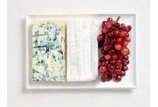 Франция: синьо сирене, бри и грозде