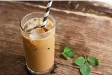 Фрапе (Гърция) --> Кафе, сладолед, кондензирано мляко и лед — ето съставките на вкусното фрапе.