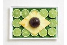 Бразилия: бананово листо, лимони, ананас и маракуя